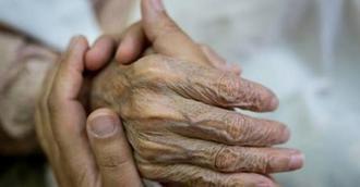 CEAPs critica al Gobierno por apostar por cuidadores no profesionales en contra de la Ley de Dependencia