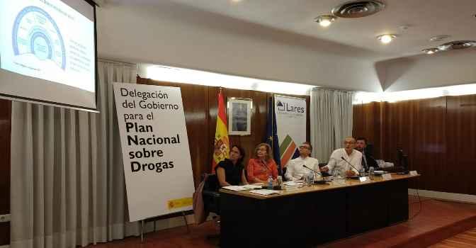 Lares participa en proyecto que convierte a los mayores en 'agentes preventivos' del consumo de drogas entre jóvenes.