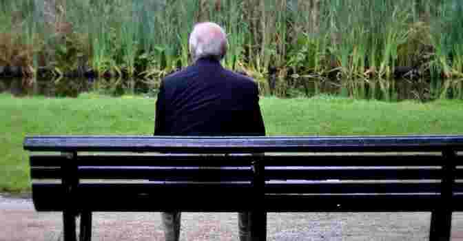 La soledad en los mayores es un problema a resolver. / Imagen: NewsLocker.