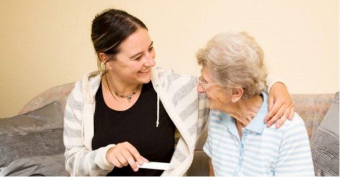 Es necesario concienciar a la sociedad sobre el trato a los mayores.